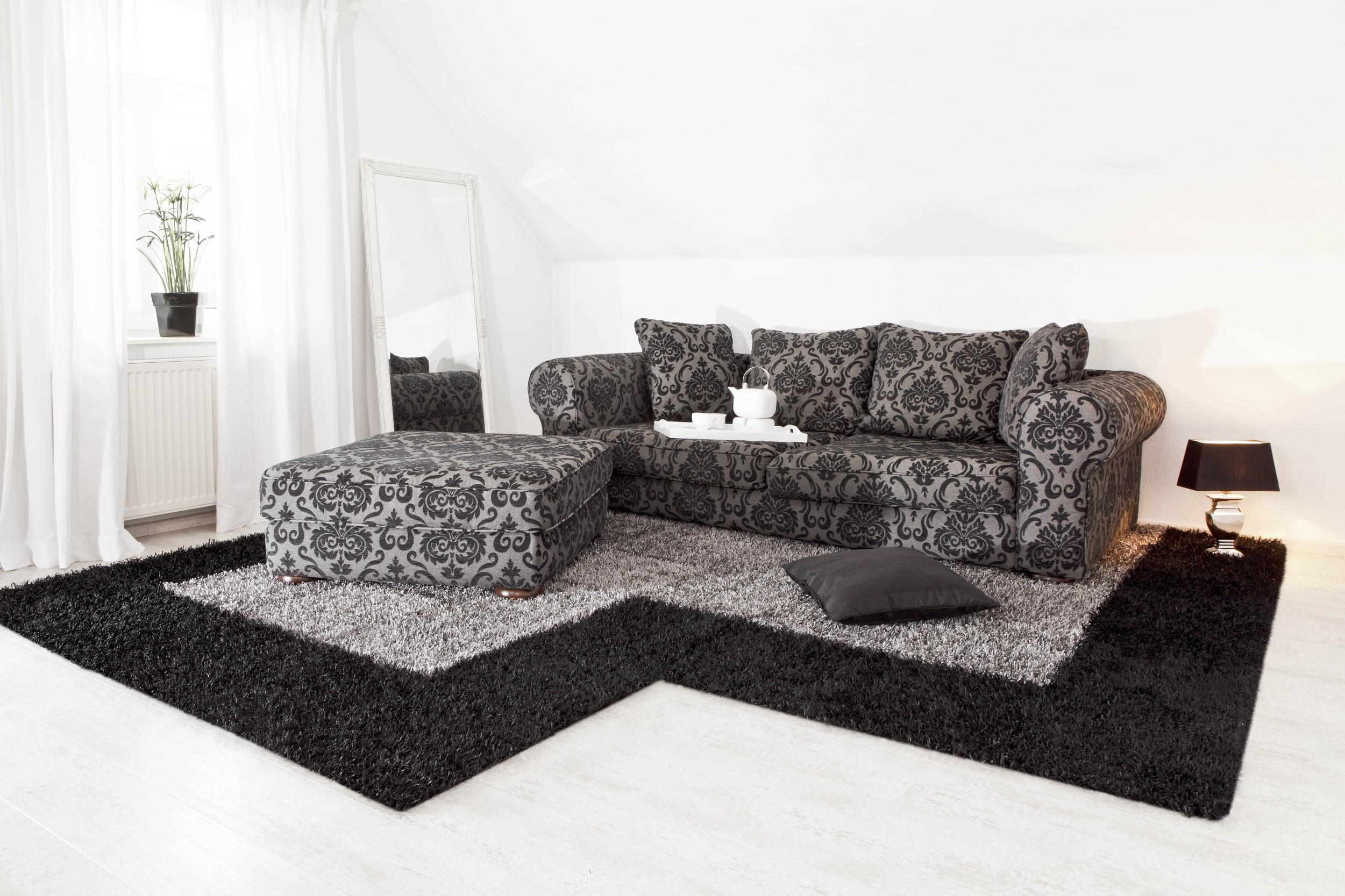 Teppich Al Mano Beispiel: grosse L-Form in grau und schwarz mit Möbelsitzgruppe