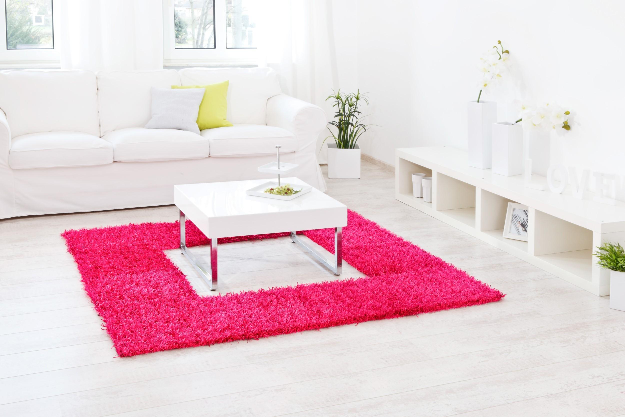 Teppich Al Mano Beispiel: pinkes Quadrat mit Loch in der Mitte für Couchtisch